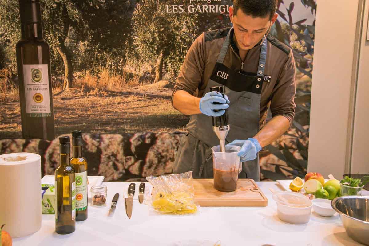 Recepta Pa amb oli DOP Les Garrigues xocolata i poma cuita Pas 1